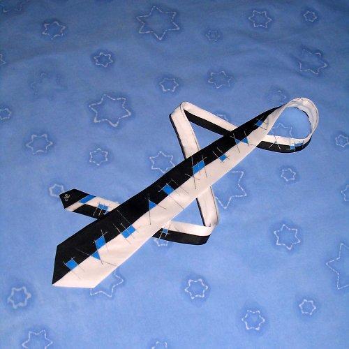 Černo-bílo-modrá kravata