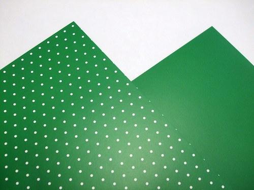 Karton tm. zelený puntíkovaný