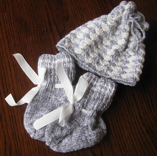 Čepička a ponožky