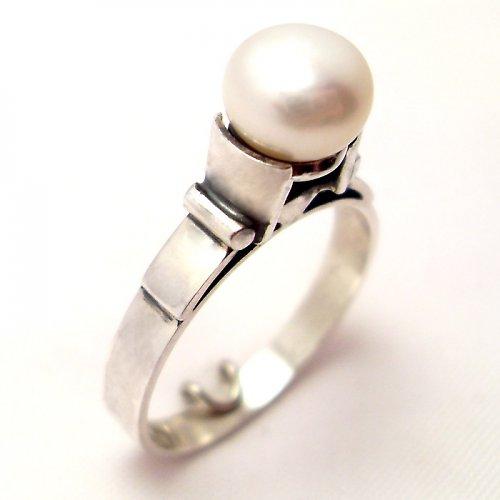 Prsten «Mořský svět» - bílá perla, stříbro