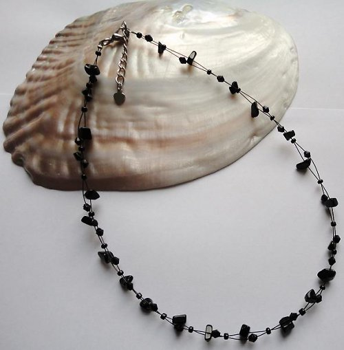 Elegantní náhrdelník z minerálu onyx
