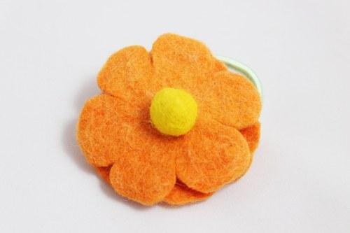 Květina z ovčí vlny do vlasů - oranžová se žlutou