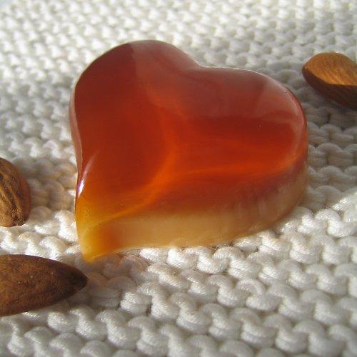 Srdce baculaté_hořká mandle