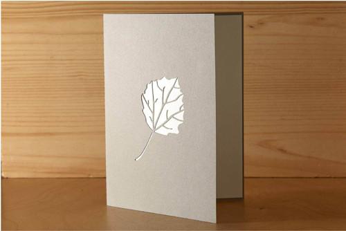Přání s listem osiky - pastelově šedá