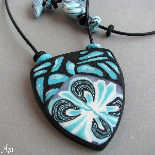 Tyrkysový s motýlem - náhrdelník