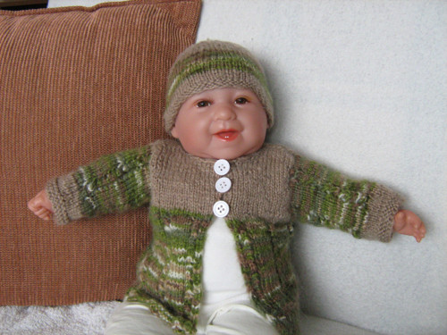 svetřík s čepičkou na panenku