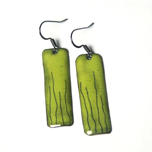 Zelené s čárkami - smaltované náušnice