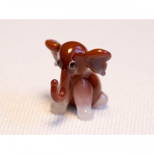 slon sedící