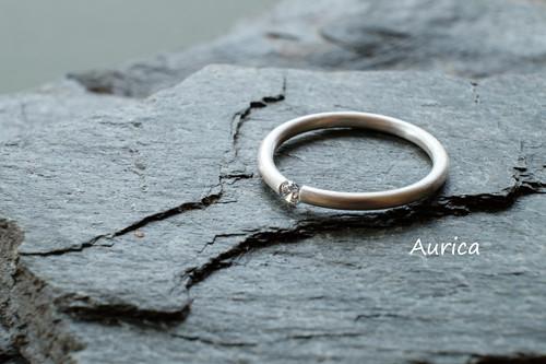 Zlatý prsten s briliantem - bílé zlato