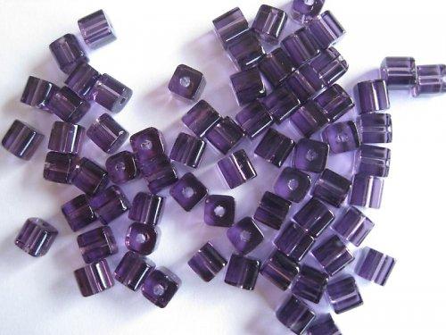 Skleněná kostička fialová, 4 mm, 50 ks / 14,-- Kč