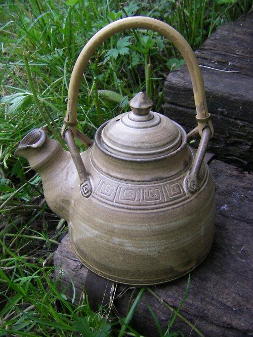 Čajová konev s rákosem