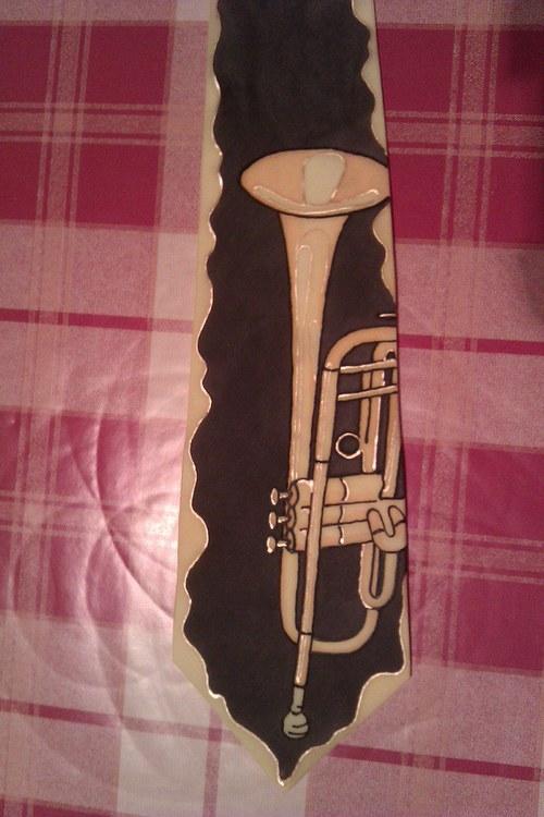 Kravata s trumpetou