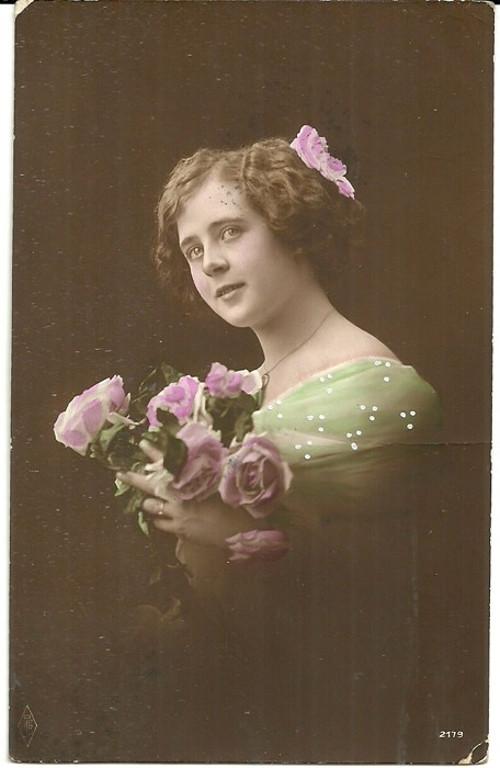 Umělecká pohlednice žena s růžemi