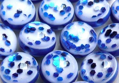 Plastové kuličky s glitry 8 mm - tm. modrá / 4 ks