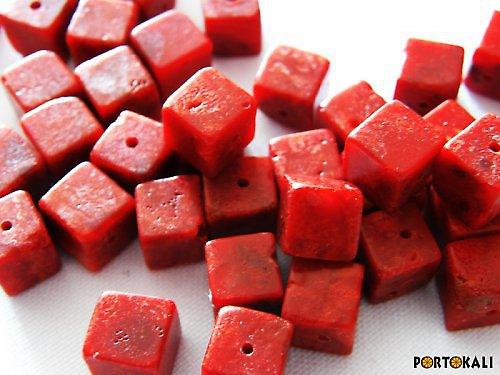 Korál kostka červená 8 mm - 10 ks