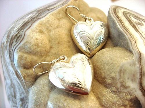 Hearts4ears V. - celostříbrné náušnice ryté.