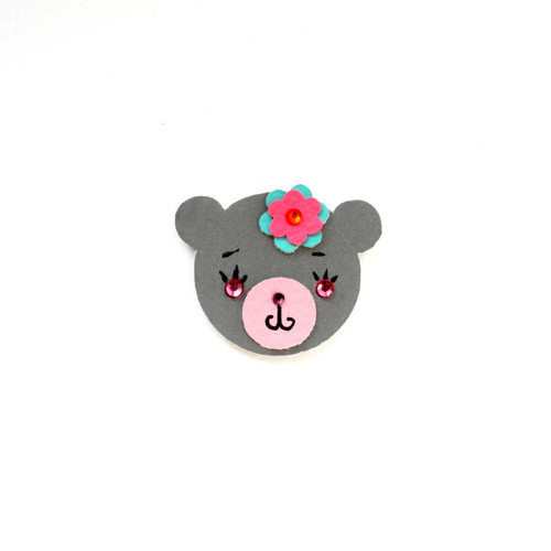 Reflexní brož medvědice Květa