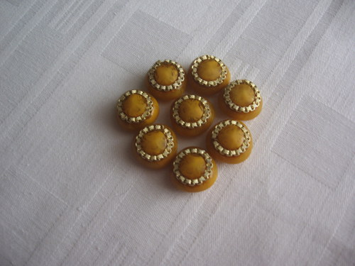 Žlutý knoflík
