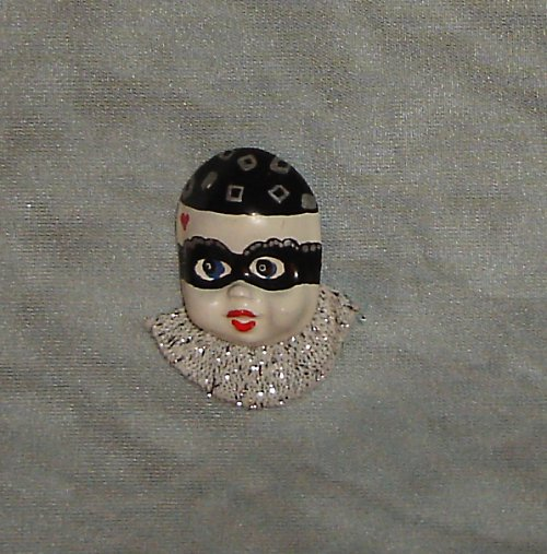 Krásná brož hlavička- panenka/klaun/pierrot/zloděj