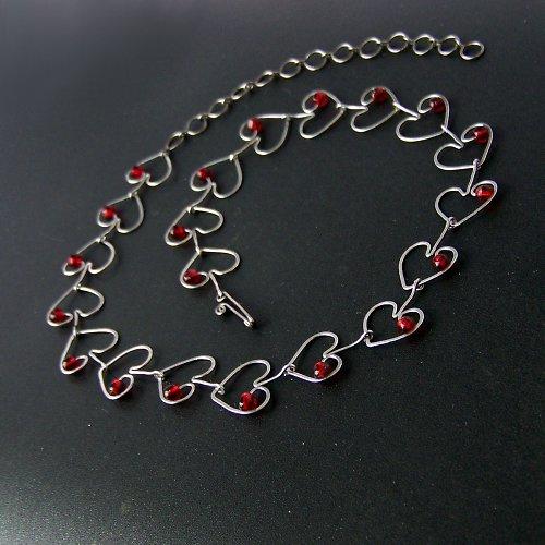 Od srdce náhrdelník -srdíčka granátová