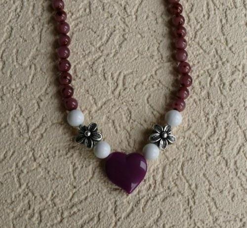 náhrdelník fialové srdce + květinky