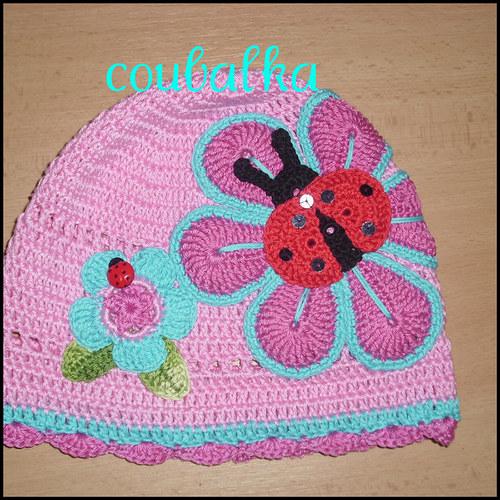 Růžová háčkovaná čepička
