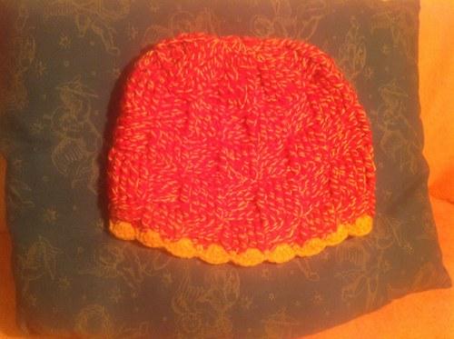 Čepice háčkovaná, červenožlutý melír