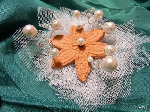 Keramické krajkové - bílá nevěsta - brož či spona