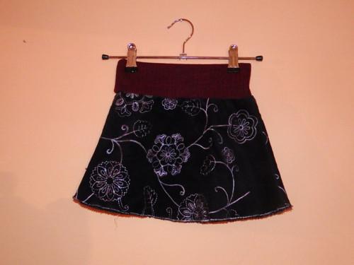 Černá áčková manšestrová sukýnka s kytkami 86-98