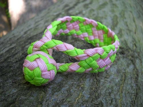 Náramek plochý růžovo zelený