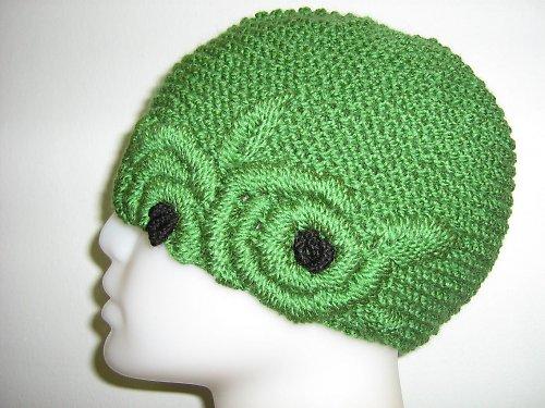 Zelená, vyšívaná čepice
