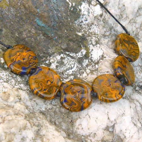 Oranžovo - modré placky - vinuté perle