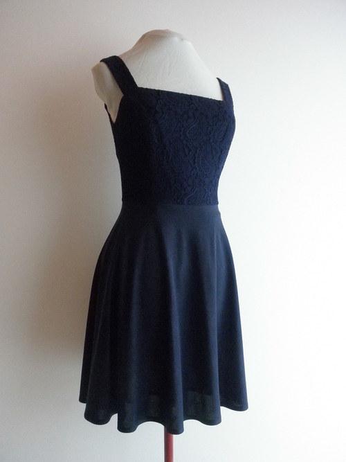 Krátké společenské šaty 3 - vel. 40