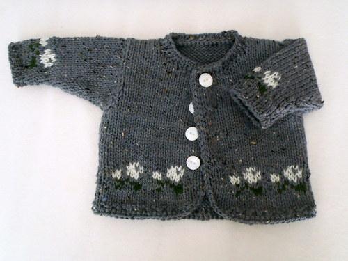 Sivý kabátek s kvetinkami