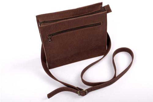 Crossbody kabelka - vyrobeno z pravé kůže.