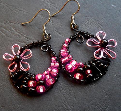 Menší růžovo-černé s kytičkou