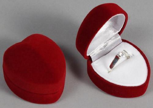Sametová krabička na šperky - červené srdíčko