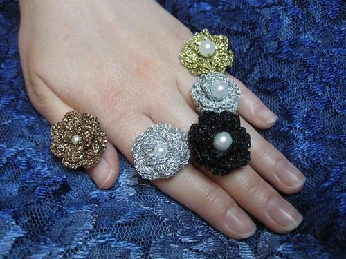 Háčkovaný prstýnek s perličkou - měděný