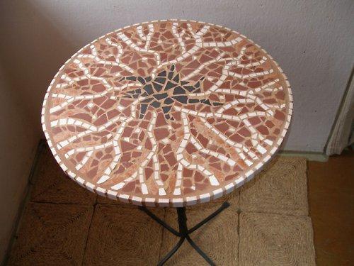 Kruhový mozaikový velký stůl