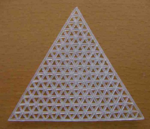 Plastová kanava - trojúhelník 7,5cm