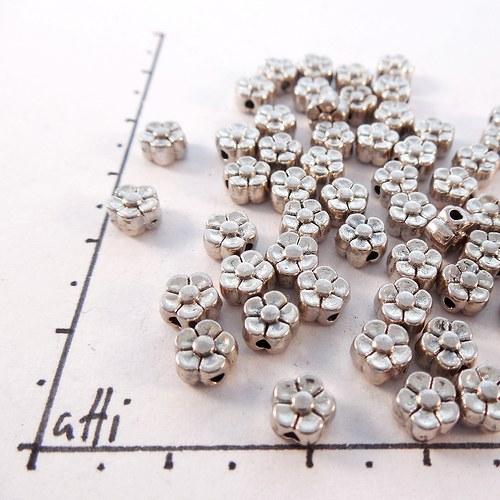 Kovové kytičky 5 mm starostříbro 20 ks