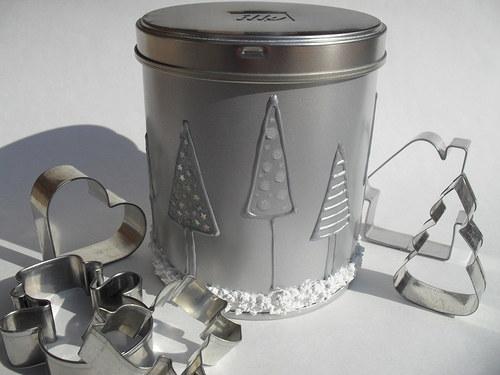 vánoční plechovka - stříbrné stromečky