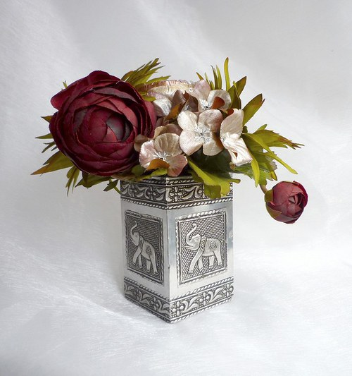 Květinová dekorace vzpomínka na britskou kolonii
