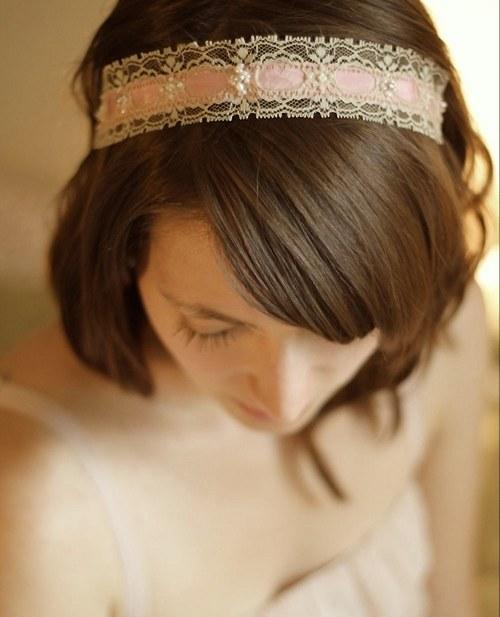 Vintage čelenka s krajkou a perlami marhuľová
