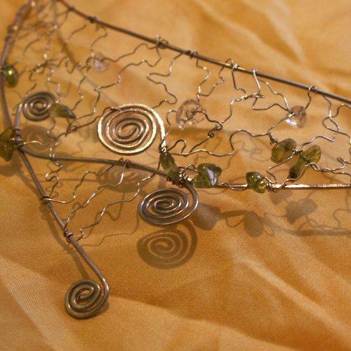 drátovaný šperk - zlomky avanturín a křišťál