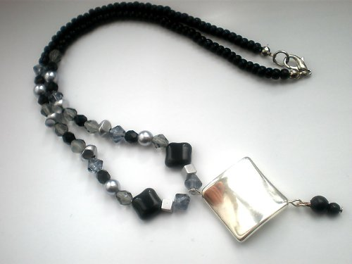 Černo - stříbrno - šedý/sleva z 99 na 88 Kč
