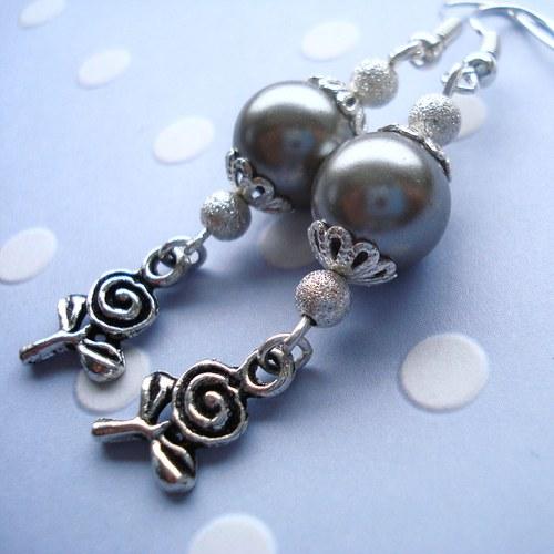 Šedé perly s kytičkou