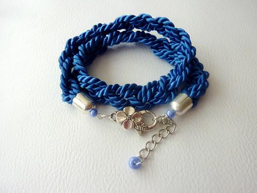 Modrý proplétaný náramek