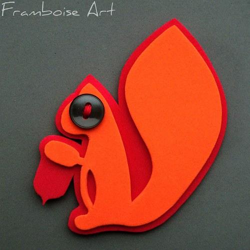 Oranžovo červená veverka