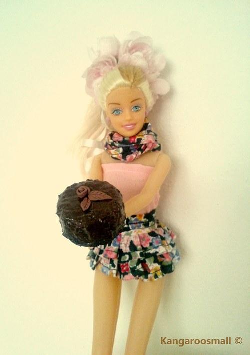 Svatební Sachr dort z hořké čokolády pro panenky